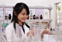 Học ngành Dược bạn có thể lựa chọn nhiều công việc