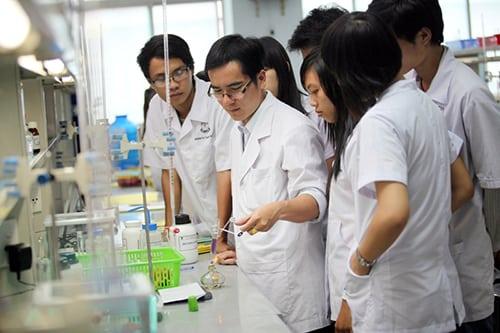 Học Cao đẳng Dược là lựa chọn của nhiều bạn học sinh