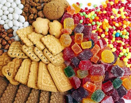 Bạn nên chuẩn bị nhiều đồ ăn vặt để tránh bị đói trong thời gian học quân sự