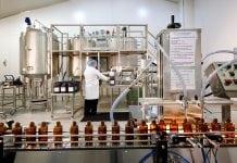 Sinh viên tham quan quy trình sản xuất Dược phẩm tại nhà máy