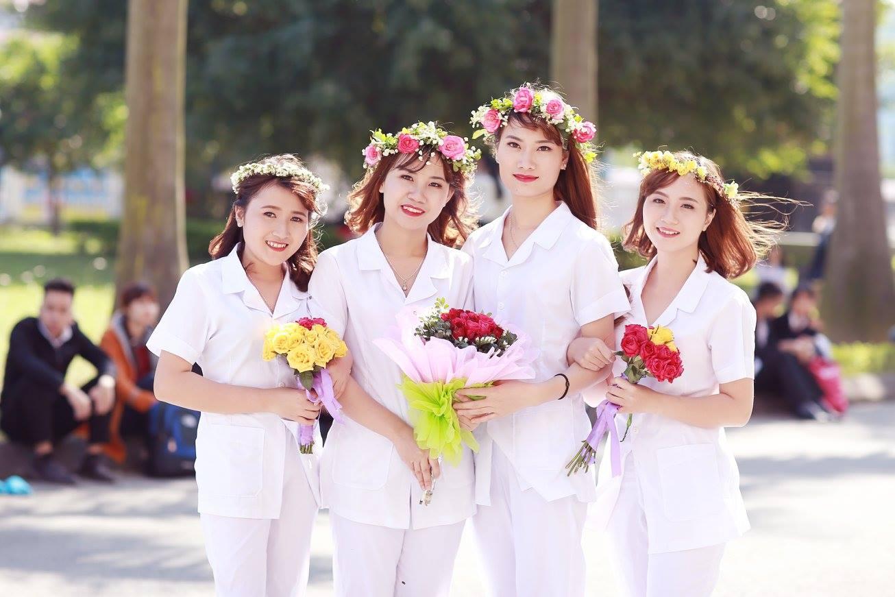 Những cô gái ngành Điều dưỡng có vẻ đẹp giản dị, mộc mạc