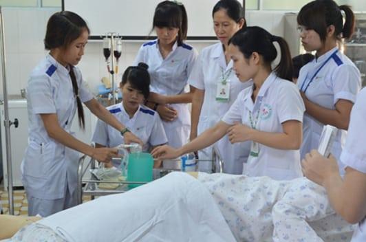 Đào tạo điều dưỡng cần gắn liền với bệnh nhân
