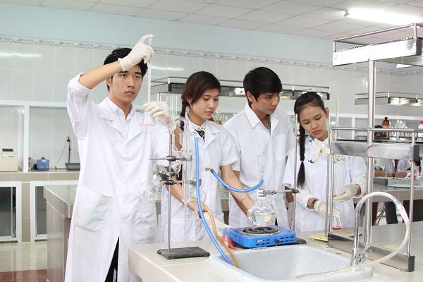 Thuần thục kỹ năng nghề là yếu tố quan trọng ở ứng viên Y Dược
