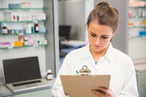 Học ngành Dược dễ hay khó? Cơ hội việc làm thế nào?