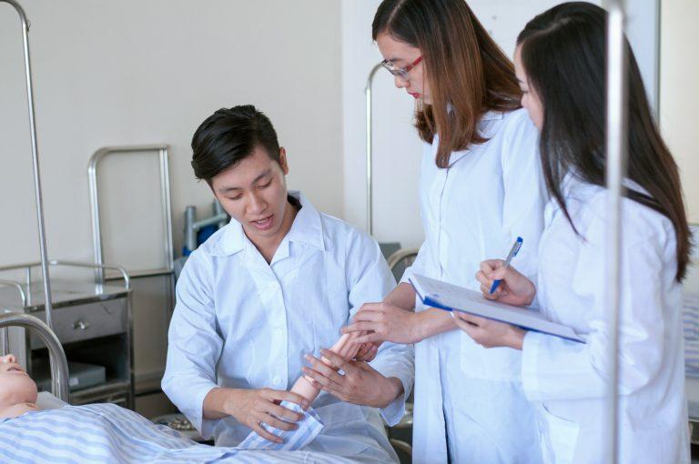 Điều dưỡng viên - Vị trí quan trọng trong Bệnh viện